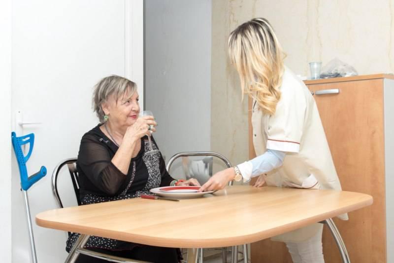 Bel âge / Senior : L'aide à l'alimentation