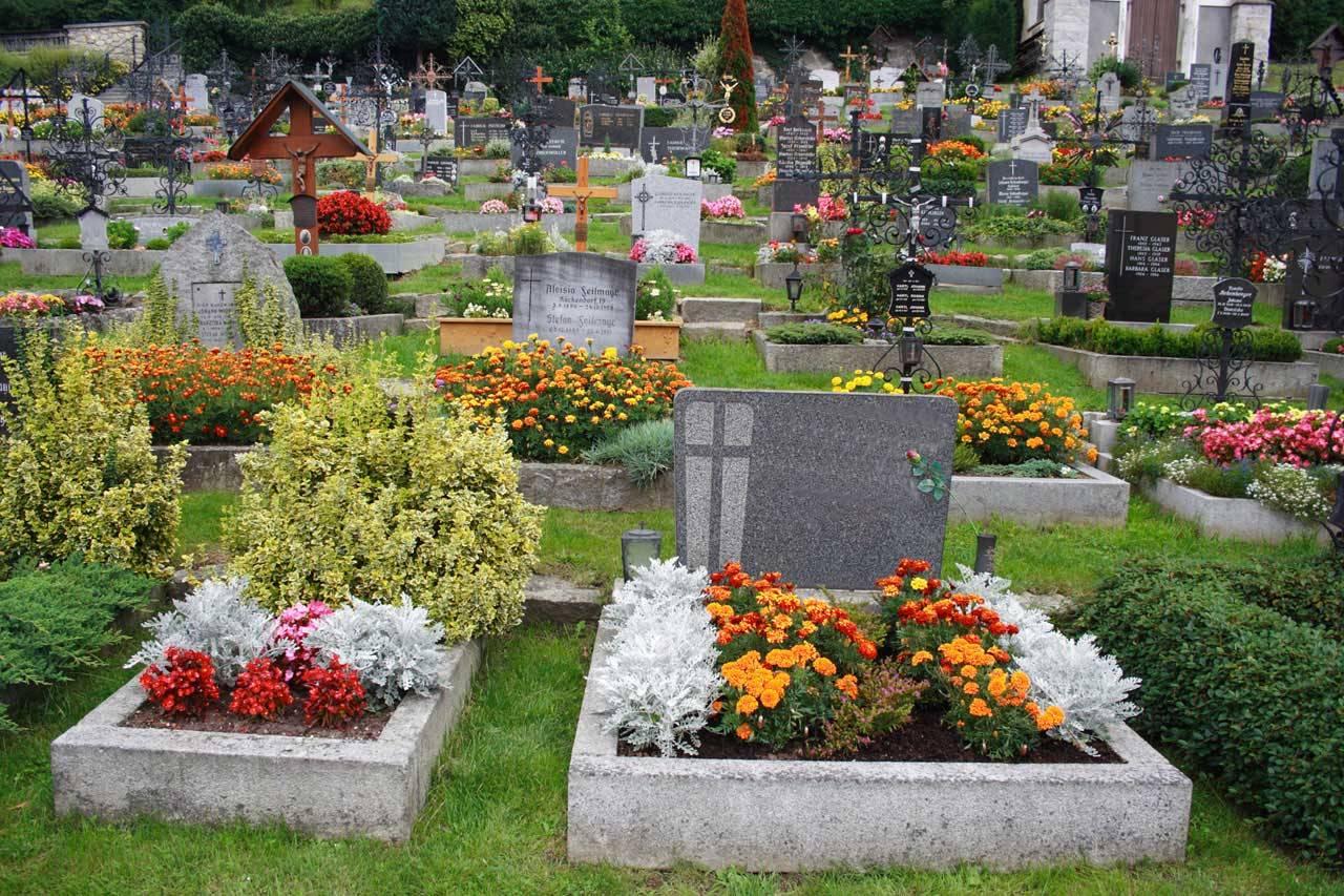 Bel âge / Seniors : ARCADE entretient vos sépultures